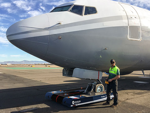 TWIN 7500 tows a BBJ-200