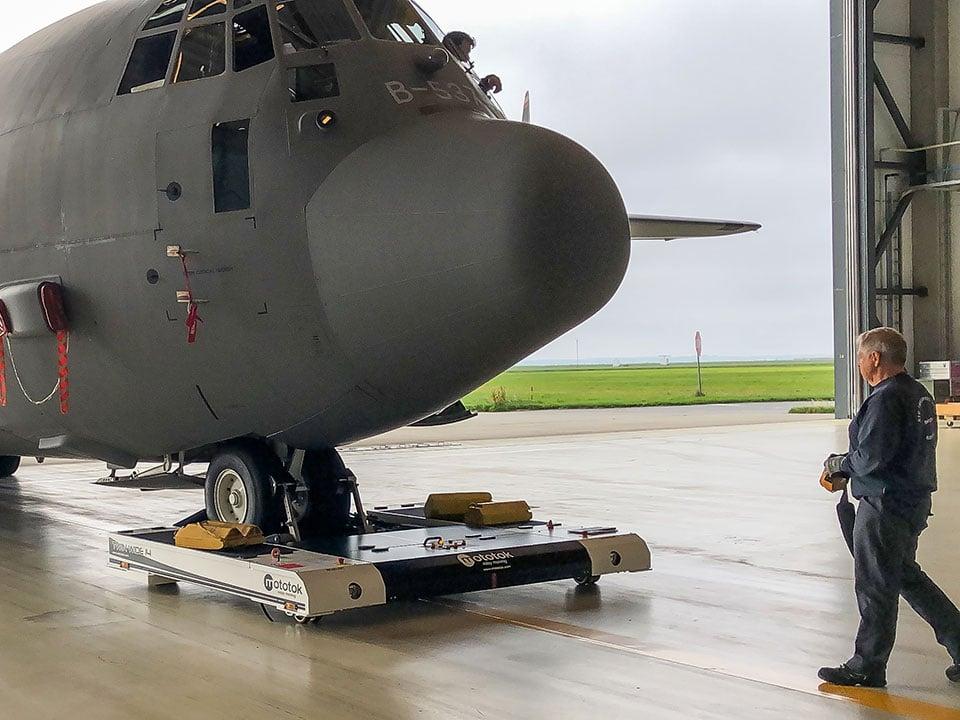 TWIN-Wide-tows-Hercules-C130-in-a-Hangar-960x720
