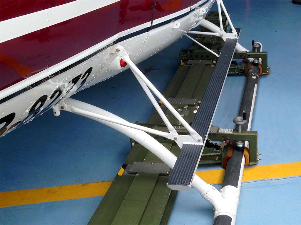 Detail of clamping the skid of a Bell 412 with Mototok Helimo