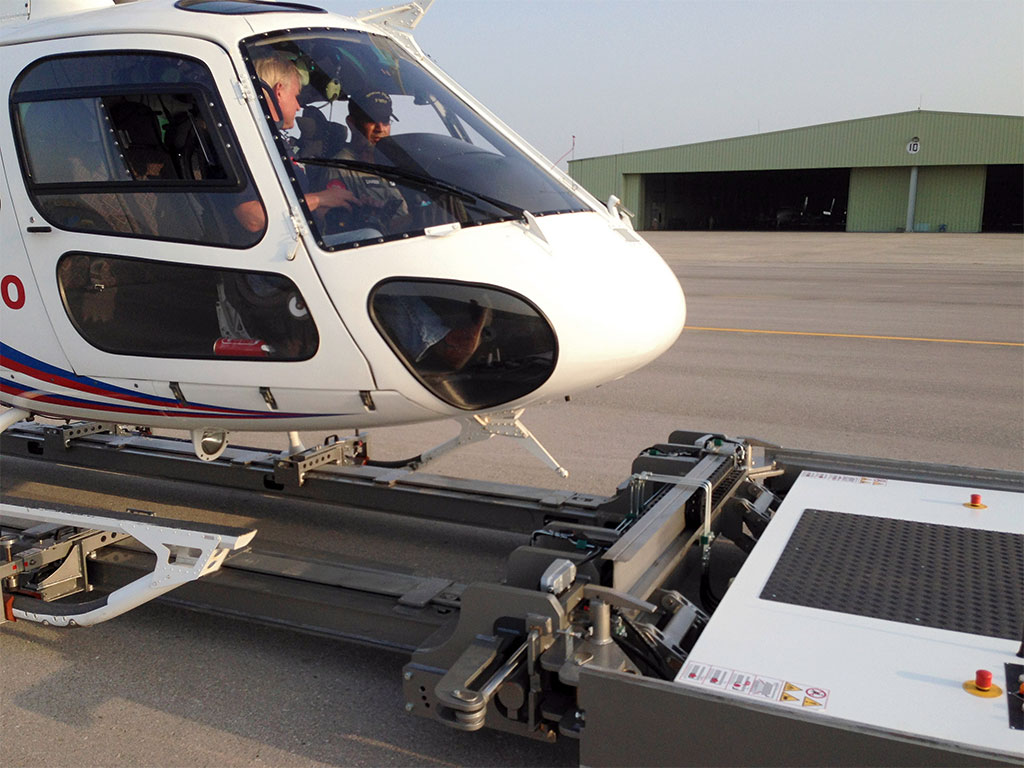 Moving the helicopter from inside with Mototok Helimo