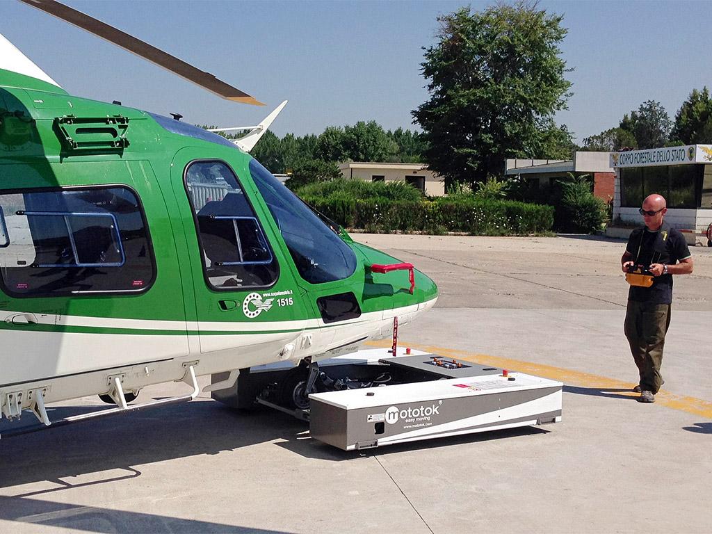 M 528 tows an Leonardo / AgustaWestland A109