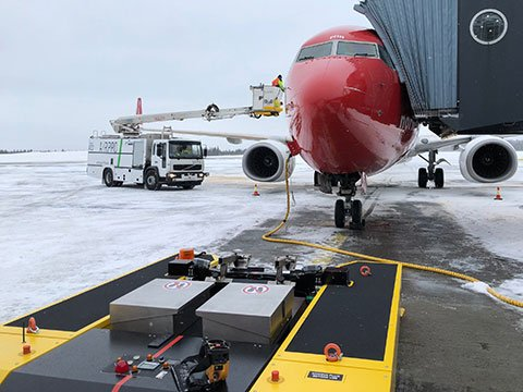 SPACER 8600 waits for Pushback whilst De-icing