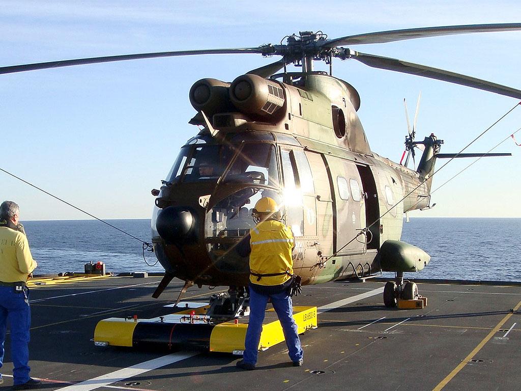 Mototok TWIN  moves an Eurocopter AS332 Super Puma