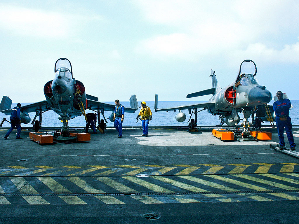 Mototok TWIN tows these Dassault Super Etendard on an Aircraft Carrier