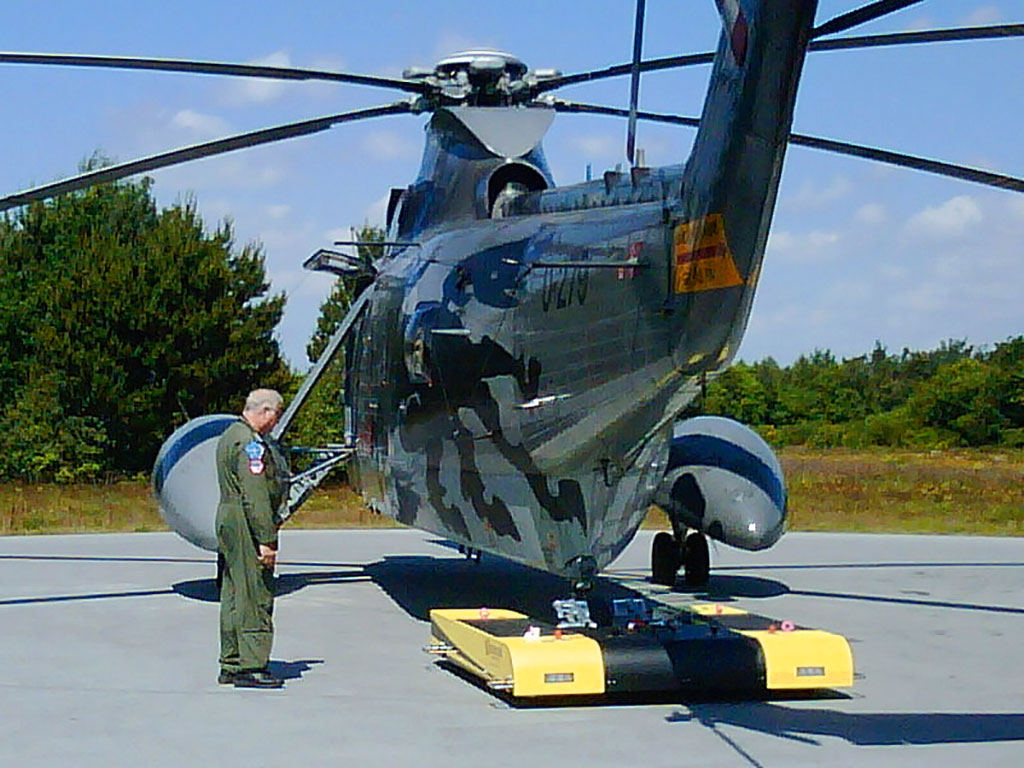 Even this unusual Design of a Sikorsky Sea King is no problem for the TWIN