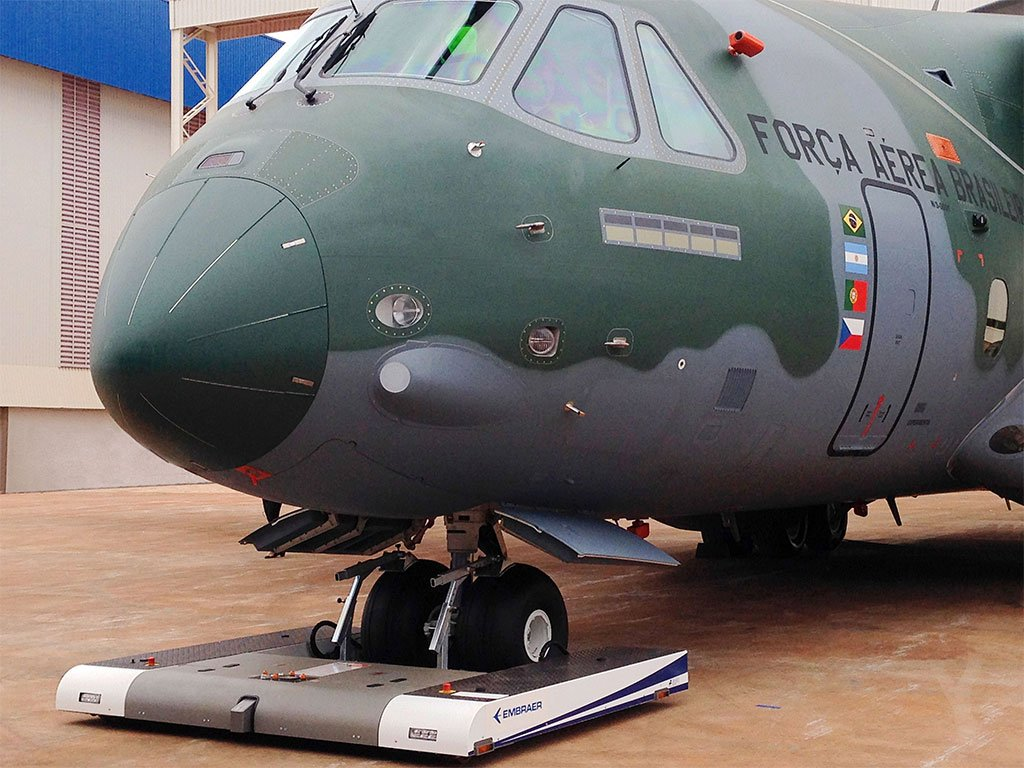 Mototok TWIN WIde with an Embraer KC-390