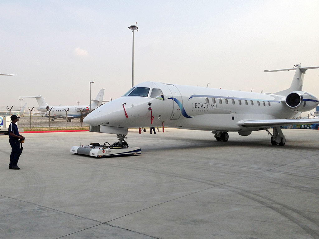 Mototok TWIN moves an Embraer Legacy