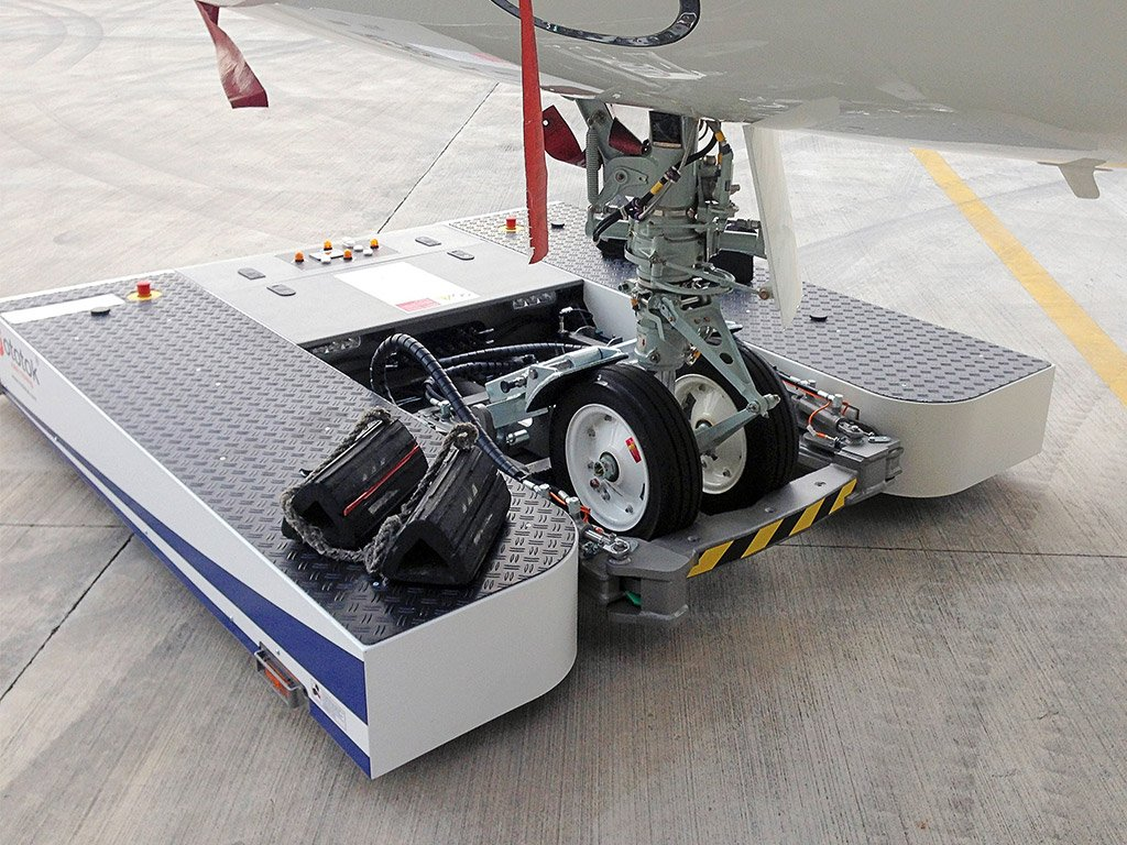 Twin wuth the nose gear of a Bombardier