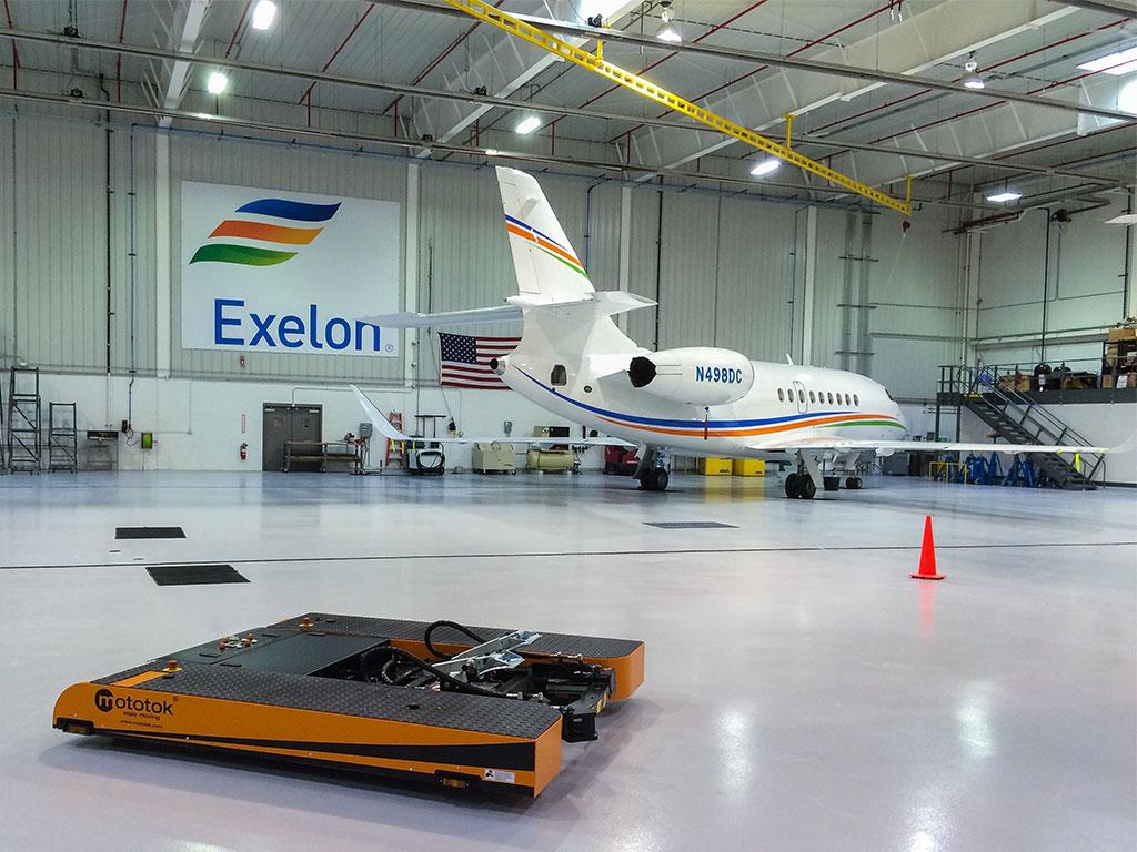 Mototok TWIN parks a Dassault Falcon 2000 right in a corner of the hangar