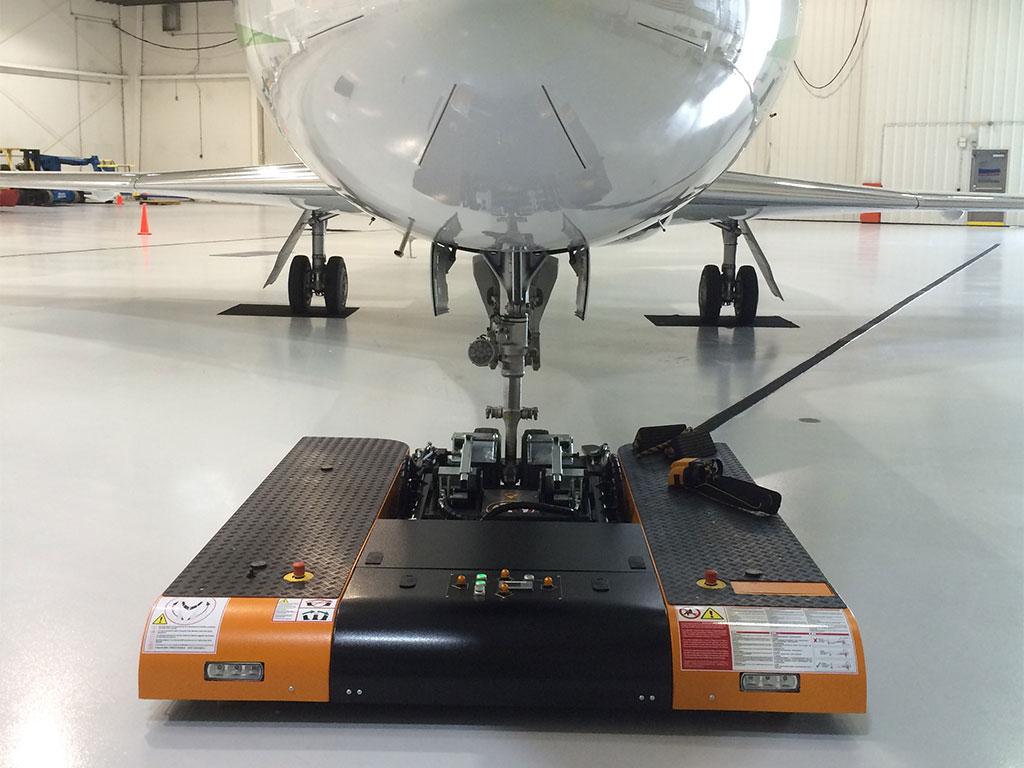 Mototok TWIN loads a Dassault Falcon 2000