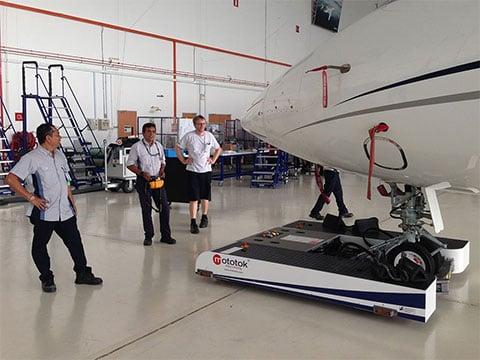 twin-bombardier-hangar-002_small.jpg