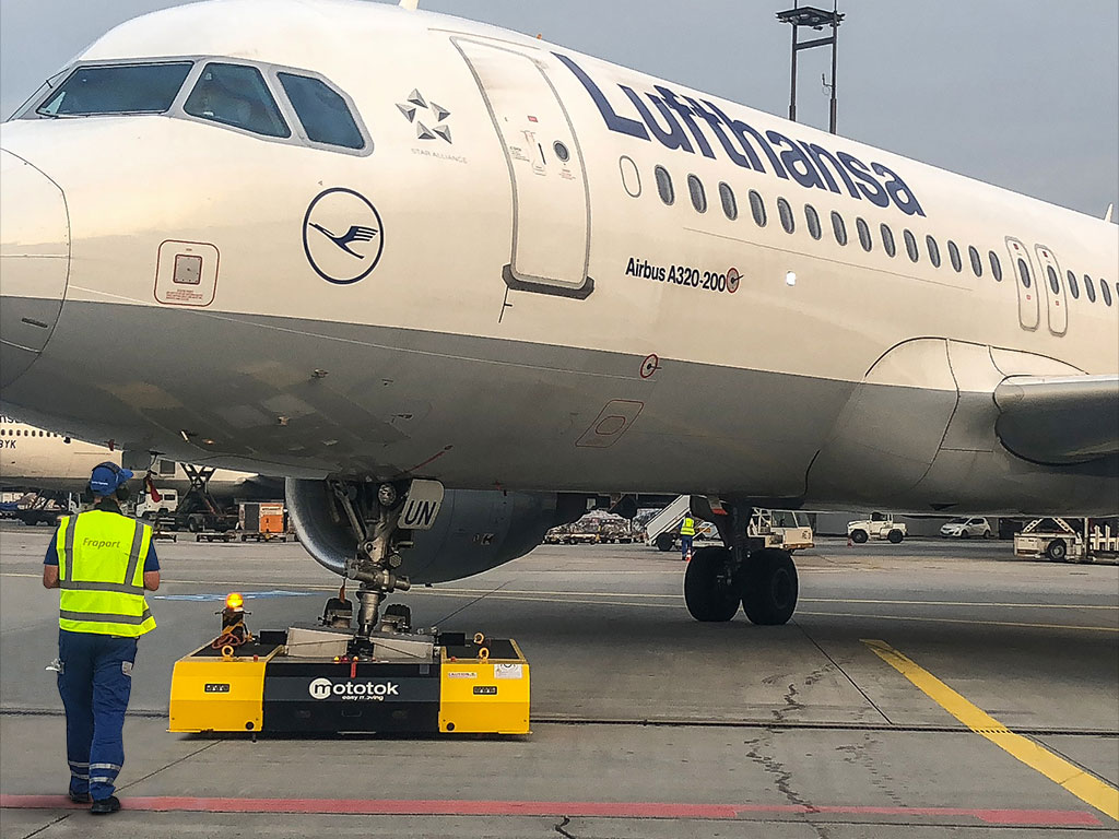 SPACER 8600 in Hangar-Operation with an Airbus A320 at Fraport