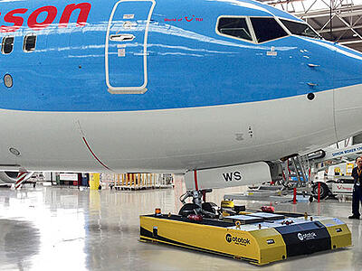 SPACER 8600 in Hangar-Operation with a Boeing 737