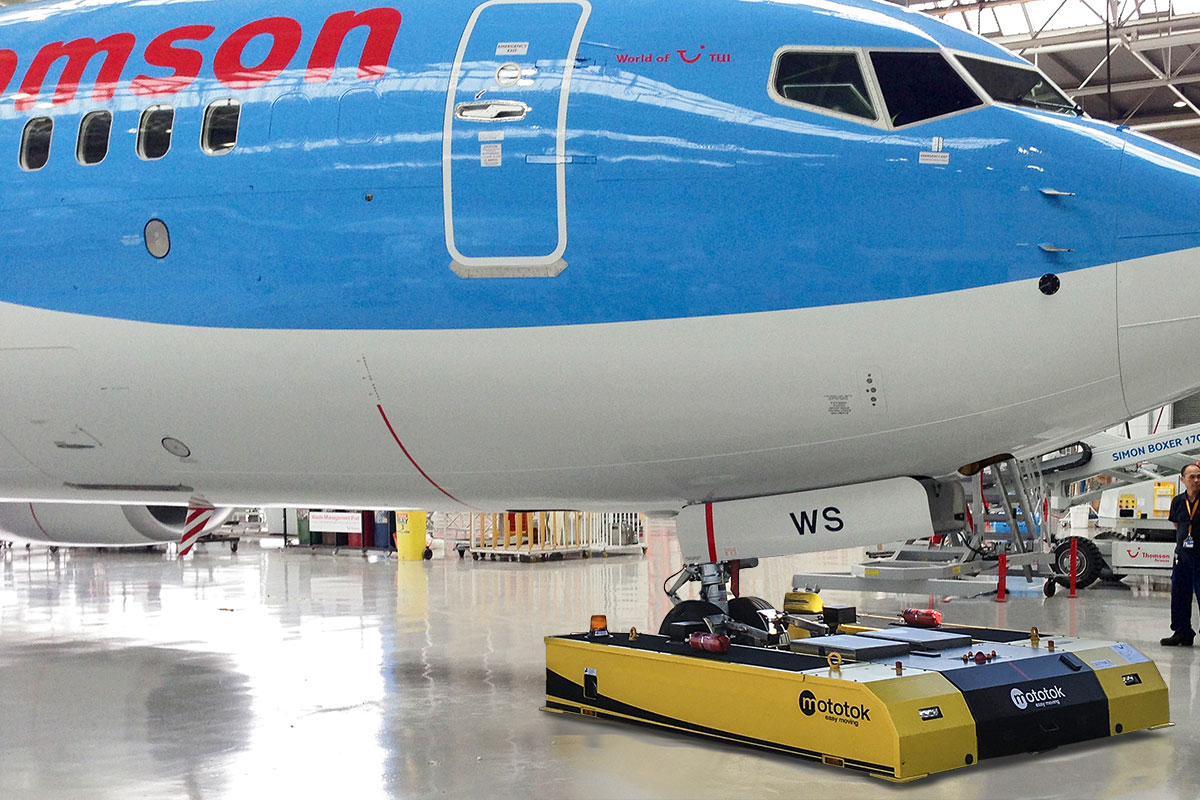 SPACER 8600 with a Boeing 737 in the hangar