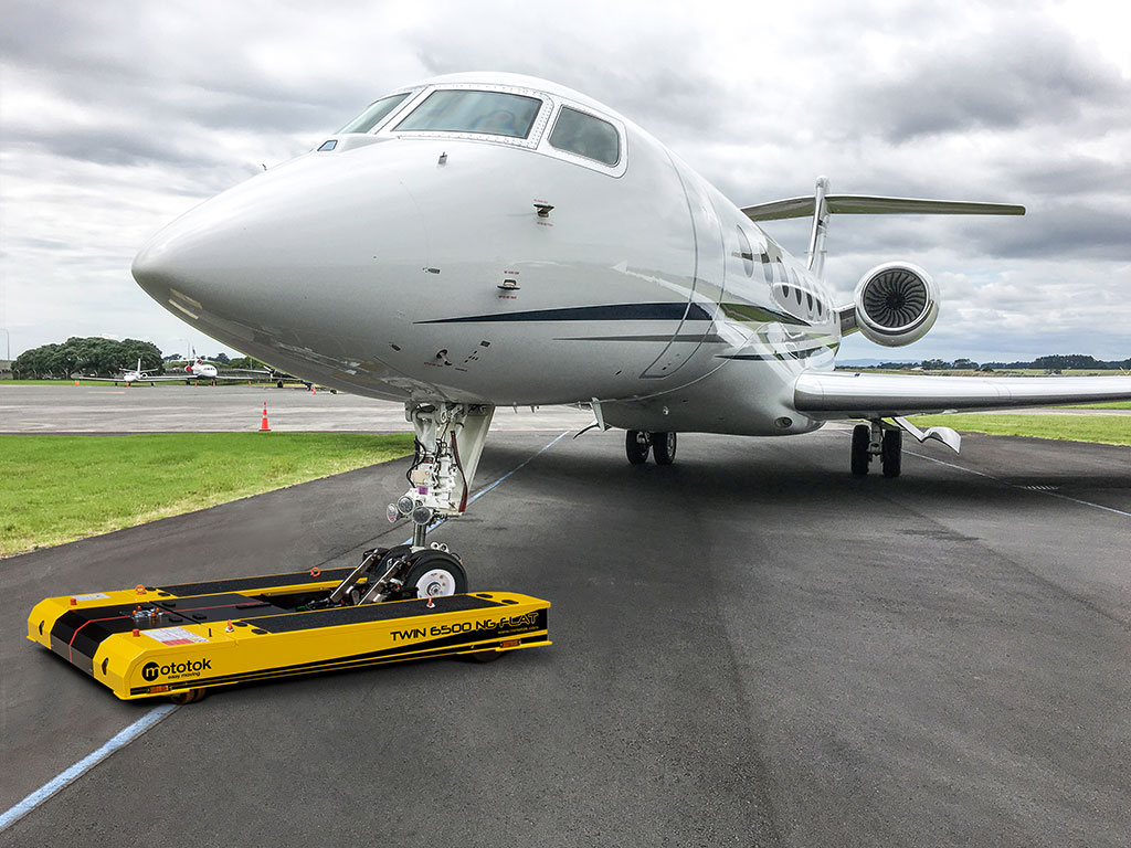 TWIN NG tows a Gulfstream G5